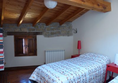 Hab. 2 camas individuales, Casa Chusepon en Huesca 2